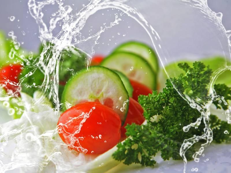 lavaggio di verdure biologiche