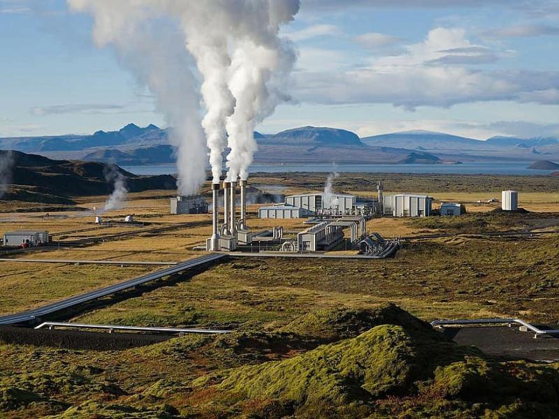 Come funziona e quali vantaggi ci sono nell'utilizzare l'energia geotermica