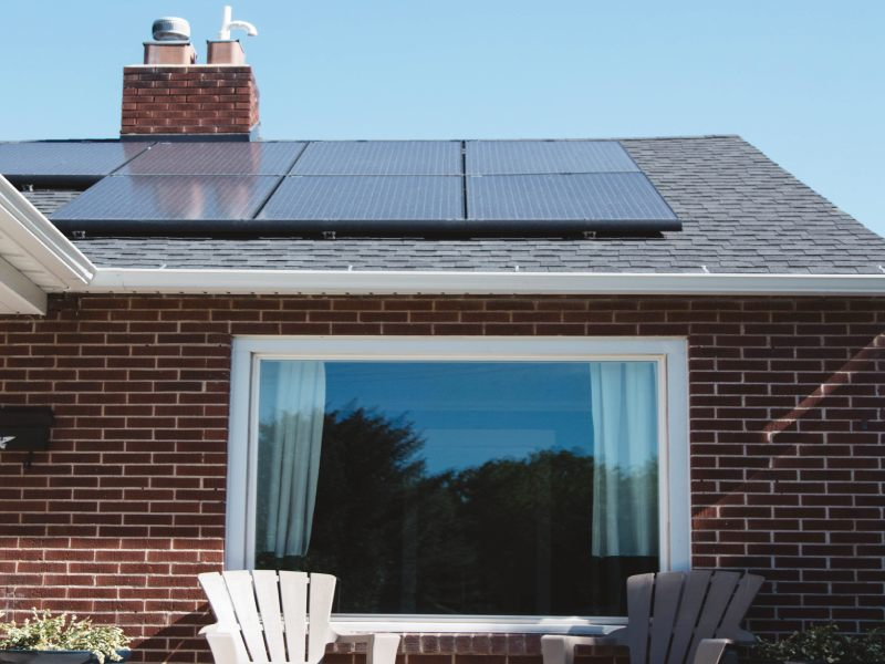 casa con pannello fotovoltaico