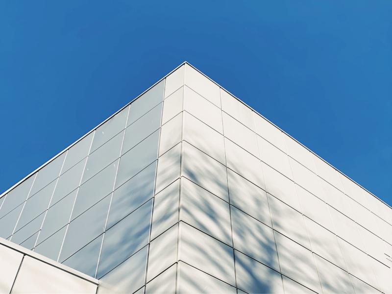 abitazione con pannelli solari invisibili