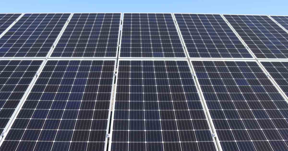 pannelli fotovoltaici in primo piano